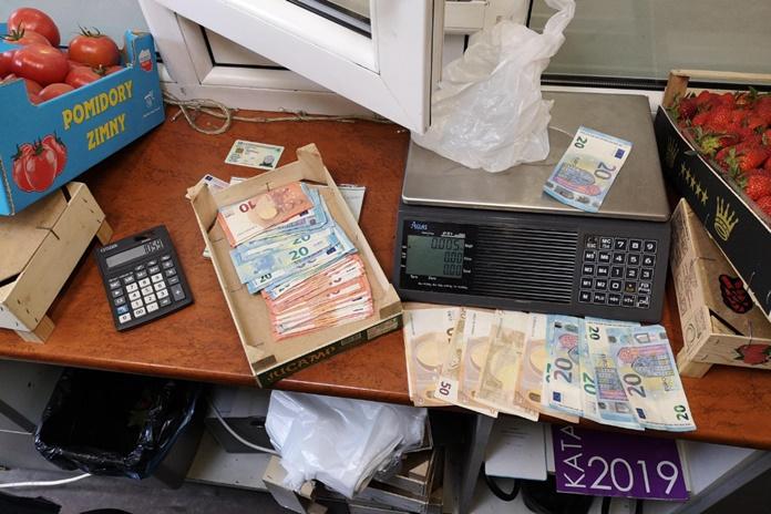 FNTT patikrinimai savaitgalį: daugiau nei šimtas karantino ir prekybos tvarkos pažeidimų, nelegalus darbas