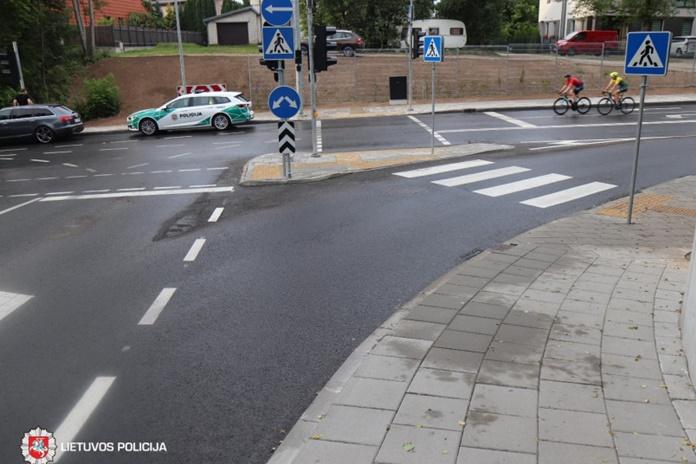Antradienis – pėsčiųjų perėjose nukentėjo ir pėsčiasis, ir dviračio vairuotojas